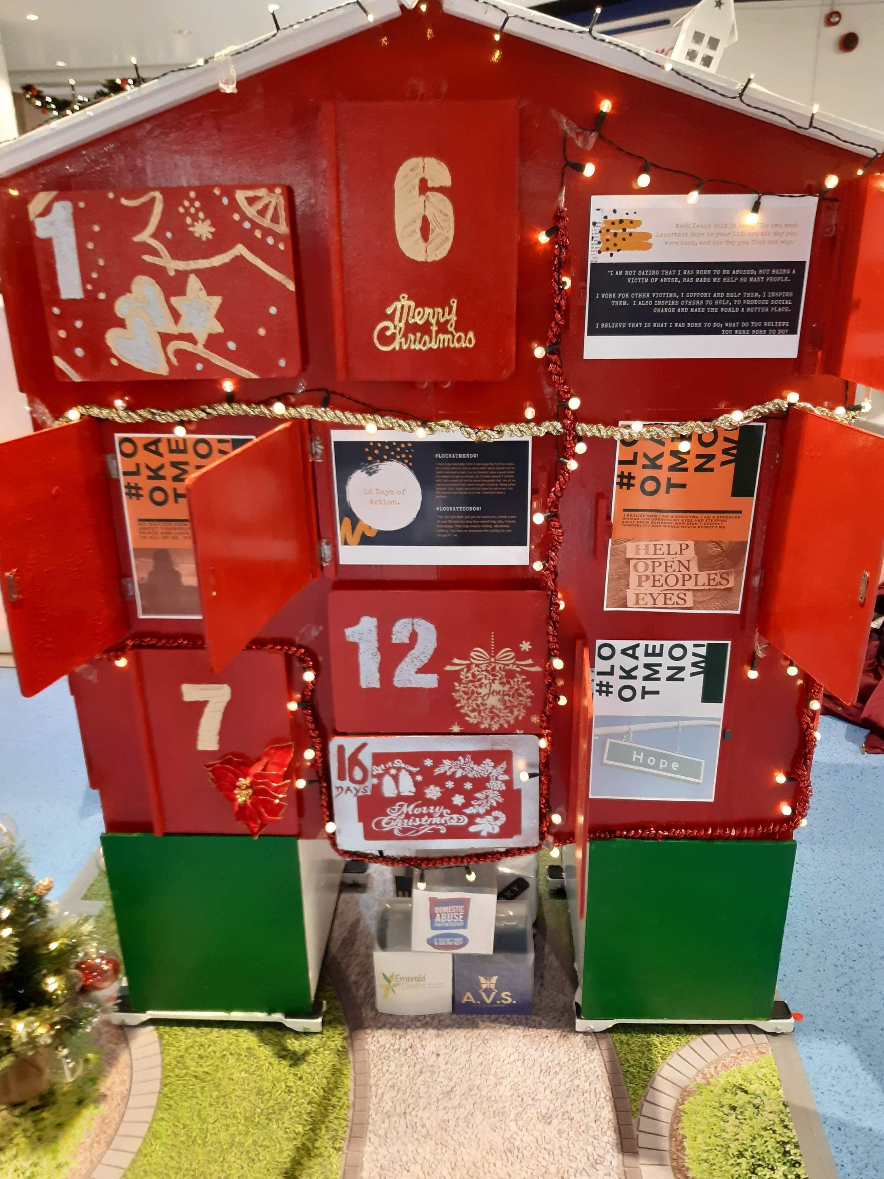 An image of the 3D Advent Calendar House, with garden floor matt, christmas tree and mailbox.